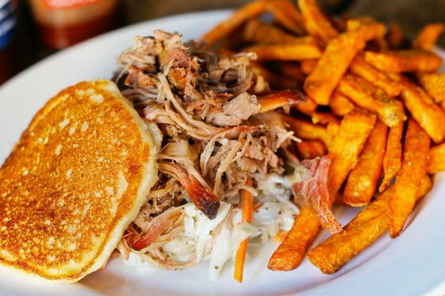 Well Ain T This The Bees Knees Puckett S Gro Restaurant In Downtown Franklin Has Been Named One Of Best Barbecue Restaurants Country