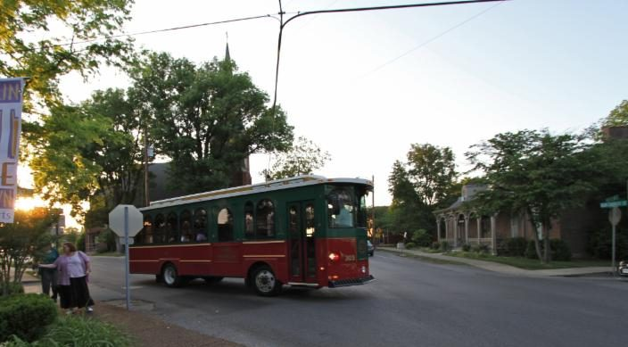 Free Trolley Rides: Stop Hop & Shop This Season!